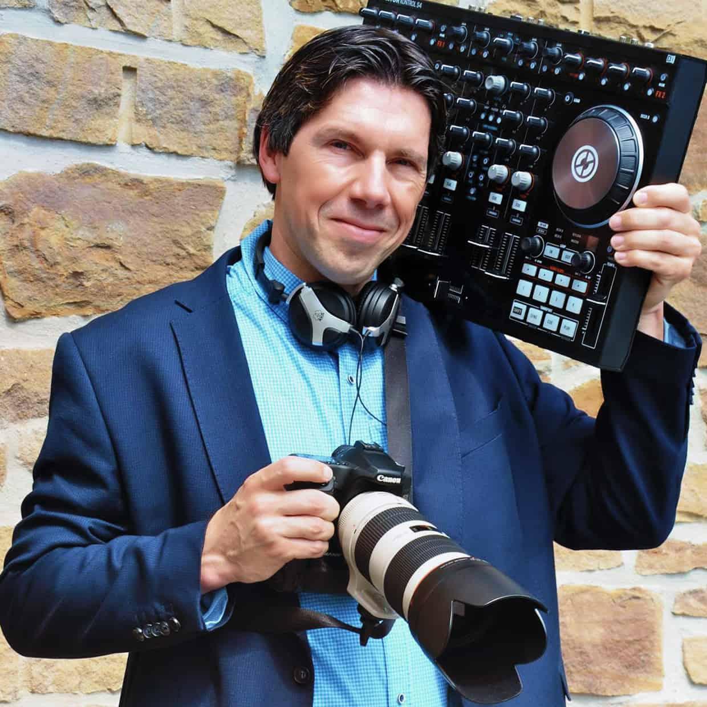 Deejay Andy – der Foto-DJ, professionelle Event-Dienstleistungen für Hochzeit, Geburtstag, Jubiläum, Firmen-Event, Vereins-Feier, Stadtfest und vieles mehr!