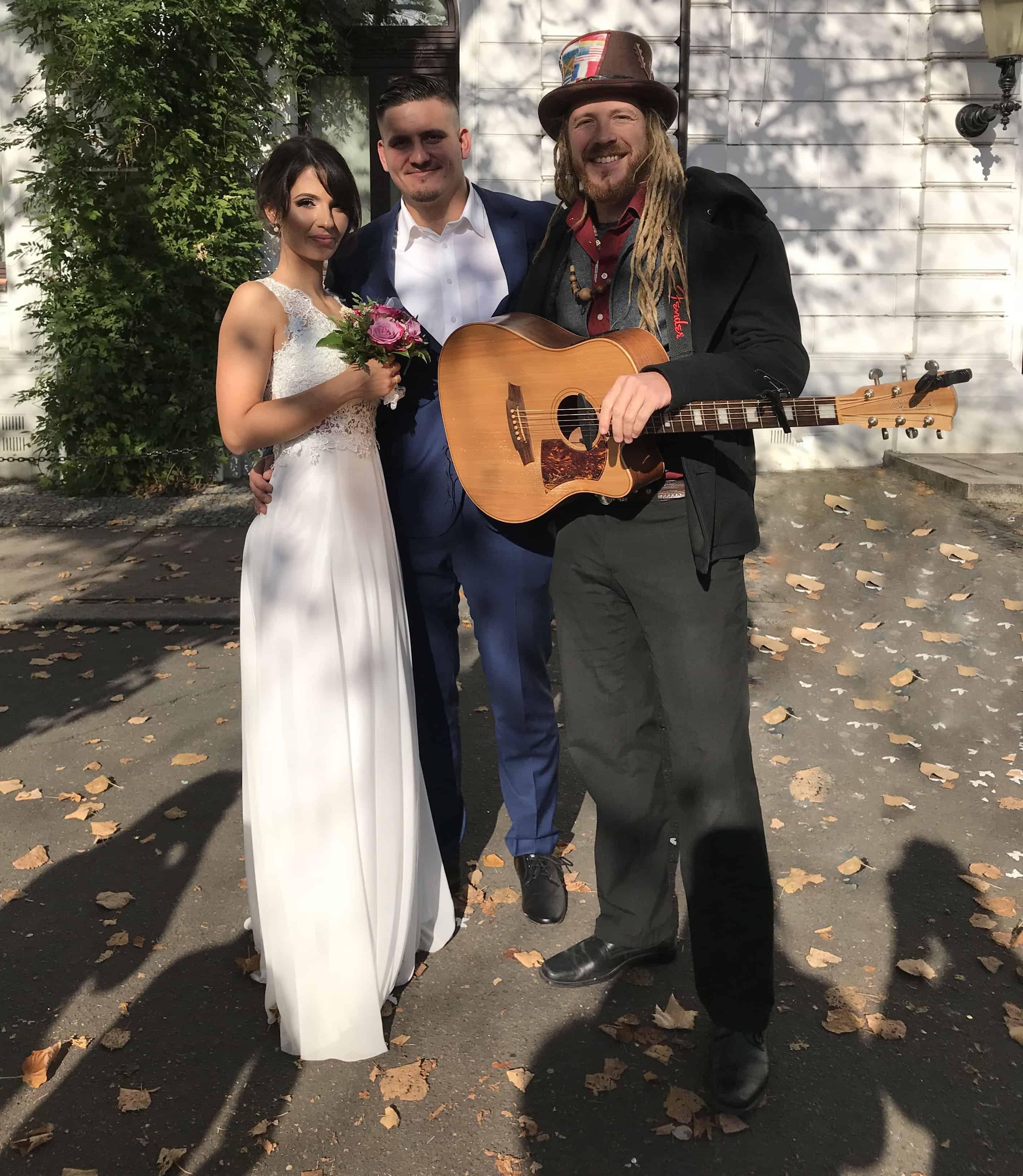 Von der exklusiven live Musik über top Technik bis hin zum Party-DJ – Das komplette musikalische Rahmenprogramm für Ihre Hochzeit aus einer Hand